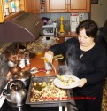 Το μπουρέκι της Κρήτης με μια καλή νοικοκυρά από το Σέλινο Χανίων – Βίντεο