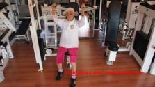 Μια γιαγιά 84 ετών σε γυμναστήριο!
