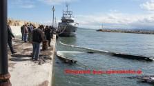 Βυθίστηκε ενώ καιγόταν μια αγκυροβολημένη θαλαμηγός στο λιμάνι Κολυμπαρίου (Και βίντεο)
