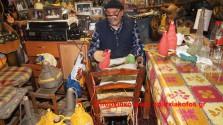 Αυτοδίδακτος μάστορας χειρωνακτικού πλεξίματος νταμιτζάνων και άλλων αντικειμένων