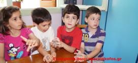 ΣΤΟ ΚΕΝΤΡΟ ΠΑΙΔΙΚΗΣ ΔΗΜΙΟΥΡΓΙΑΣ ΑΓΙΟΥ ΙΩΑΝΝΗ:  Τα παιδιά μαθαίνουν να πλάθουν κεραμικές κατασκευές
