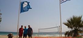 ΣΤΙΣ ΚΑΛΥΒΕΣ ΚΑΙ ΤΗΝ ΑΛΜΥΡΙΔΑ ΑΠΟΚΟΡΩΝΟΥ:   Υψώθηκαν τέσσερις Γαλάζιες Σημαίες