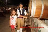 ΣΤΙΣ ΒΟΥΒΕΣ:    Τιμήθηκε το ντόπιο κρασί με διήμερη χοροεσπερίδα