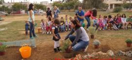 ΣΤΑ ΝΗΠΙΑΓΩΓΕΙΑ 1ο ΚΑΙ 2ο ΧΡΥΣΟΠΗΓΗΣ  Δημιουργία βοτανικού κήπου ( Και βίντεο )