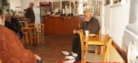 Περιστεράκια σε καφενείο