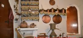 Οικογενειακό λαογραφικό και ιστορικό Μουσείο η οικία του οπλαρχηγού Ανδρέα Κακούρη στο Μελιδόνι Αποκορώνου