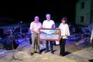 Μίκης Θεοδωράκης, ονομάσθηκε το υπαίθριο θέατρο στον Εμπρόσνερο