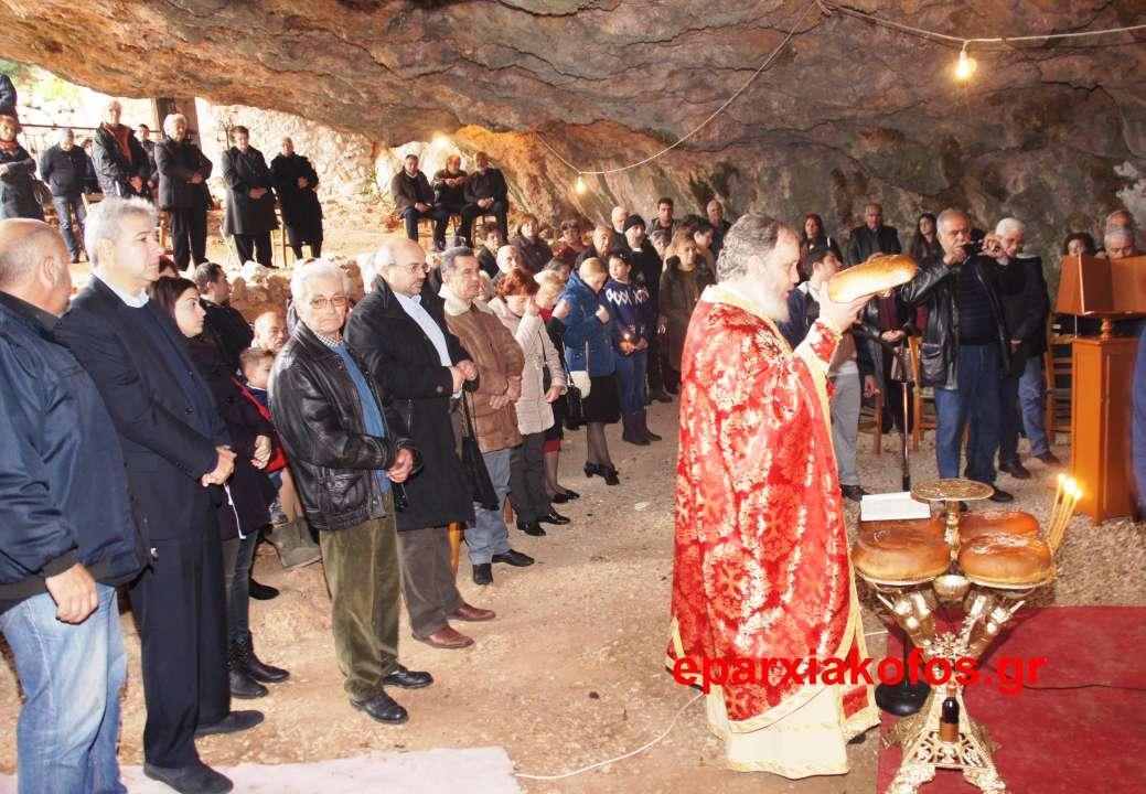 ΣΤΗΝ  ΕΝΟΡΙΑ ΣΤΕΡΝΩΝ ΑΚΡΩΤΗΡΙΟΥ –  Η φάτνη με τον Χριστό σε σπήλαιο (Και βίντεο)