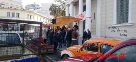 Αποκλεισμός της Τράπεζας της Ελλάδος από αγρότες των Χανίων (Και βίντεο)