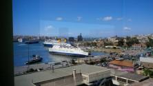 """Έγειρε μέσα στο λιμάνι του Πειραιά το πλοίο """"Παναγιά Τήνου"""""""
