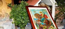 ΣΕ ΓΕΙΤΟΝΙΑ  ΤΗΣ ΠΟΛΗΣ – Μικρό το εκκλησάκι του Αγίου Δημητρίου αλλά πολλοί οι προσκυνητές