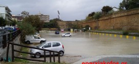 Οι δρόμοι στα Χανιά μετατράπηκαν σε… ποτάμια (Και βίντεο)