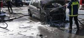 """ΣΤΙΣ ΜΟΥΡΝΙΕΣ ΧΑΝΙΩΝ –  """"Λαμπάδιασε"""" επιβατικό όχημα ενώ ήταν σταθμευμένο"""