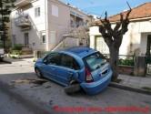 Υλικές ζημιές σε σταθμευμένα οχήματα και τραυματισμός…
