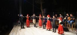 ΣΤΙΣ ΒΡΥΣΕΣ ΑΠΟΚΟΡΩΝΟΥ – Μια όμορφη μουσικοχορευτική βραδιά με παραδοσιακούς χορούς