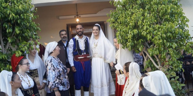 ΣΤΗΝ ΚΙΣΑΜΟ – Κοσμοπλημύρα στην αναβίωση του παραδοσιακού γάμου