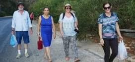 Πολύωρο περπάτημα στην εθνική οδό από τα Χανιά για τον Άγιο Φανούριο ( Και βίντεο)