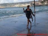Εντυπωσιακά στιγμιότυπα με τα κύματα στο παλιό λιμάνι των Χανίων