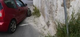 Όχημα προσέκρουσε σε τοίχο επί της οδού Αλεξάνδρου Παναγούλη