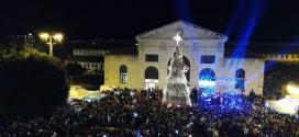 Φωταγωγήθηκε το Χριστουγεννιάτικο δένδρο του Δήμου Χανίων ( Και βίντεο)