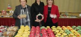 ΑΠΟ ΓΥΝΑΙΚΕΣ ΤΗΣ ΚΑΝΤΑΝΟΥ     Χριστουγεννιάτικο παζάρι με ποικιλία προϊόντων και χειροτεχνιών