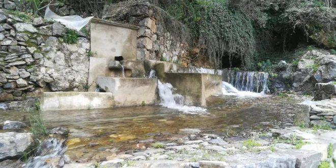 Πλούσιο σε νερό μετά από χρόνια το βρυσάλι στα Παπαδιανά