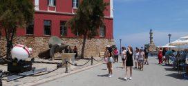 Περπατώντας στα καλντερίμια της παλιάς πόλης των Χανίων