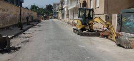 Ανακατασκευάζονται τα πεζοδρόμια της οδού Χαριλάου Τρικούπη