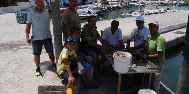 ΣΤΟ ΛΙΜΑΝΑΚΙ ΝΕΑΣ ΧΩΡΑΣ – Ψαρογιορτή μετά από διαγωνισμό ψαριάς με καθετή από βάρκες (Και βίντεο)
