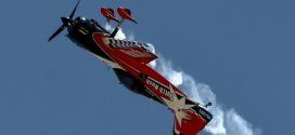Υπερθέαμα με αεροπορικές επιδείξεις στον ουρανό της Τανάγρας.