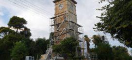 Επιτέλους στήνονται σκαλωσιές στο ρολόι του Δημοτικού Κήπου
