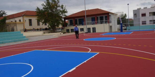 Εγκαινιάσθηκε ο ανακαινισμένος χώρος του σχολείου Καλυβών (Και βίντεο)