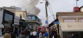 Ντουμάνιασε με καπνούς το κέντρο των Χανίων από πυρκαγιά σε καφετέρια-μπαρ