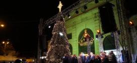 Ο  Άγιος Νικόλαος και η φωταγώγηση του Χριστουγεννιάτικου δένδρου