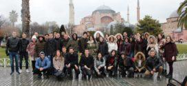Νέες και νέοι από τα Χανιά εύχονται στον Οικουμενικό Πατριάρχη