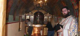 Πανηγυρικός εσπερινός στο μικρό ξωκλήσι των Αγίων Κωνσταντίνου και Ελένης στην Αμπεριά