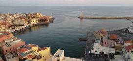 Η παλιά πόλη και το λιμάνι των Χανίων από ψηλά