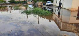 Οι δυνατές βροχές μετέτρεψαν ποτάμια και λίμνες δρόμους και περιοχές