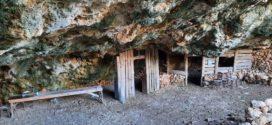 """Μια """"σωτήρια"""" βραχοσπηλιά σε πολέμους αφιερωμένη στον Άγιο Αντώνιο"""
