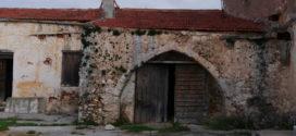 Γνωριμία με την παλιά εγκαταλελειμμένη ελαιουργική μονάδα στο μετόχι Κουμαρές Ακρωτηρίου