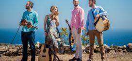 """Μουσικό συγκρότημα της Σίφνου τραγουδά για το νησί  """"Αγάπη ξελογιάστρα"""""""