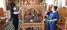 Γεμάτοι ευωδιές και χρώματα οι Επιτάφιοι στους Ιερούς Ναούς του Νομού