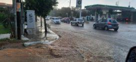Απογευματινά στιγμιότυπα μ' έντονη βροχή στα Χανιά